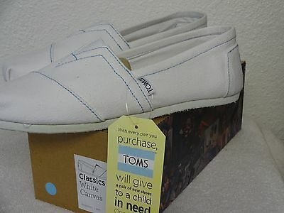 TOMS Classics White Canvas Men's Slip on casual shoes,Size 8, Free Shipping.