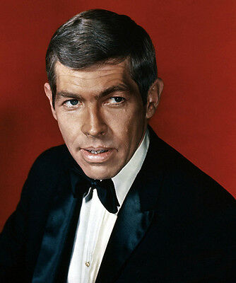 James Coburn UNSIGNED photo - B2994 - HANDSOME!!!!