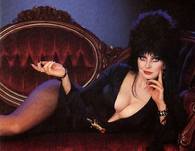 Cassandra Peterson aka Elvira Mistress of the Dark UNSIGNED photo - 3805