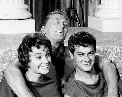 Tony Curtis, Jean Simmons and Kirk Douglas UNSIGNED photo - C338 - Spartacus