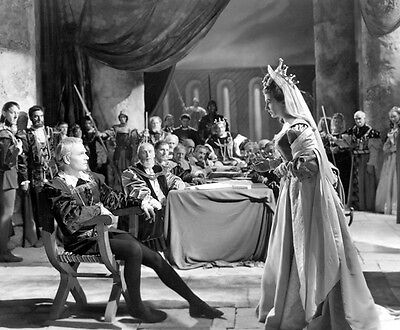 Laurence Olivier and Eileen Herlie UNSIGNED photo - C413 - Hamlet