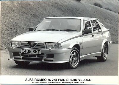 Alfa Romeo 75 2.0i Twin Spark Veloce 1985 original press photo