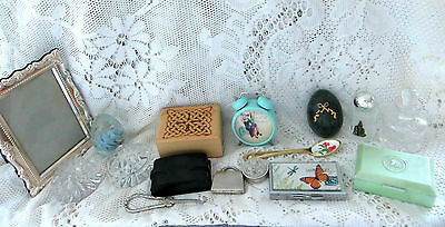 COLLECTION OF VINTAGE VANITY ITEMS PERFUME BOTTLE PICTURE FRAME BOXES etc
