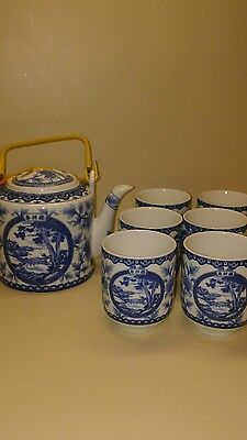 Vintage Asian Chinese Blue And White Porcelain Pot Teapot and Kettle Cups