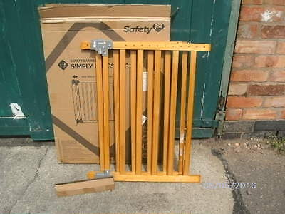Safety 1st Simply Pressure XL Wooden Safety Barrier.