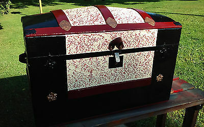 BlackDog Antique Steamer Trunk Dome Top Victorian Chest Stagecoach Floral Tin