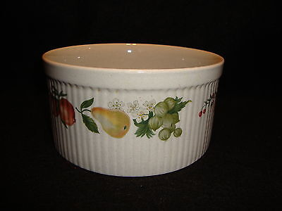 "Wedgwood QUINCE SOUFFLE BOWL Dish 6"" Ribbed Exterior Fruit Design EUC !"