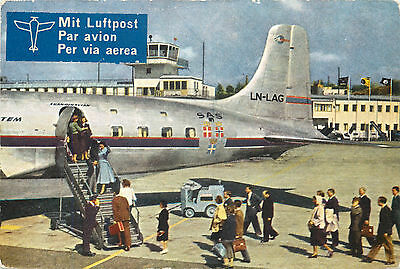 Passengers boarding the Cloudmaster ~SCANDINAVIAN AIRLINES / SAS~ Rare Postcard