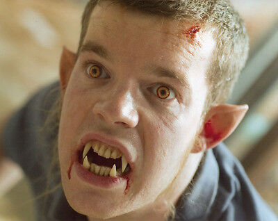Russell Tovey UNSIGNED photo - 1946 - Being Human