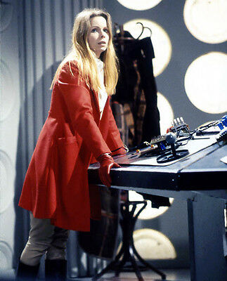 Lalla Ward UNSIGNED photo - 676 - Doctor Who
