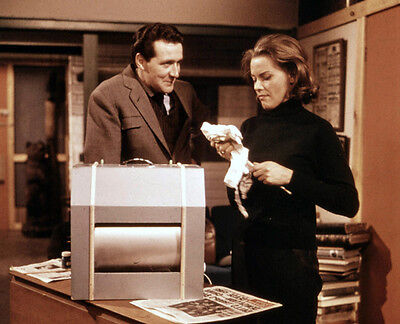 Patrick MacNee and Honor Blackman UNSIGNED photo - 416 - The Avengers
