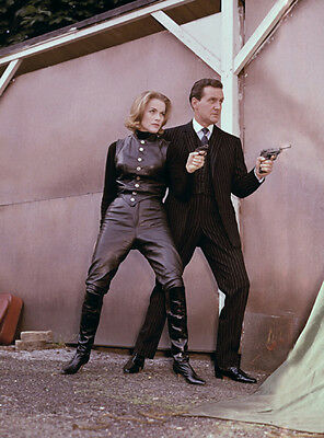 Patrick MacNee and Honor Blackman UNSIGNED photo - 417 - The Avengers