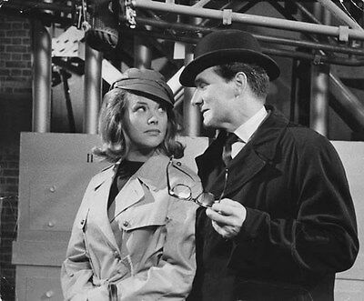 Patrick MacNee and Honor Blackman UNSIGNED photo - 422 - The Avengers