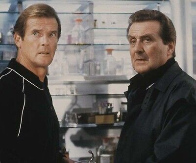 Patrick MacNee and Roger Moore UNSIGNED photo - 476 - James Bond