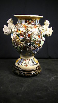 ANTIQUE CHINESE HAND PAINTED MORIAGE VASE w. FOO DOG HANDLES & CARVED WOOD BASE