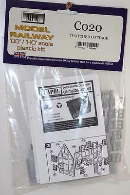 OO 1:76 Dapol Thatched Cottage Un-Assembled Plastic Kit C020 FNQHobbys