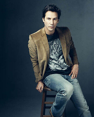 Keanu Reeves UNSIGNED photo - D822 - HANDSOME!!!!!