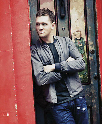 Michael Buble UNSIGNED photo - D1205 - HANDSOME!!!!
