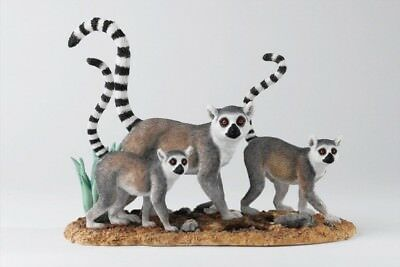 """Summer Stroll"" . Lemur Familie.  Country Artists. Natural World. 20 cm."