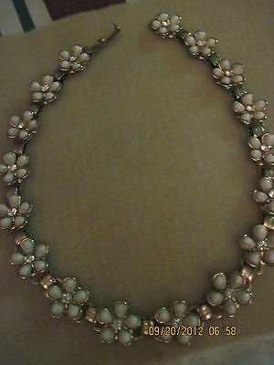 Vintage BEAUTIFUL White Thermoset & Rhinestone Flower Necklace......#2675...