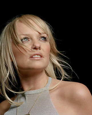 Emma Bunton UNSIGNED photo - D1721 - A member of the girl group the Spice Girls