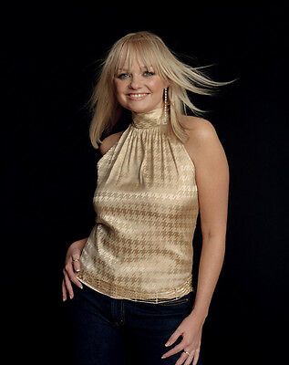 Emma Bunton UNSIGNED photo - D1722 - A member of the girl group the Spice Girls