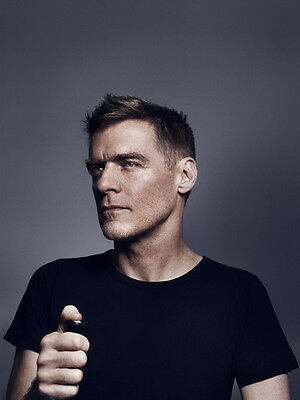 Bryan Adams UNSIGNED photo - D2129 - Canadian singer, guitarist & songwriter