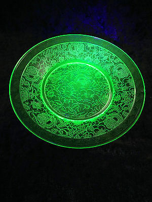 Stunning Art Deco Green Uranium Bagley Glass Roses Floral Leaves 8.5 Inch Plate