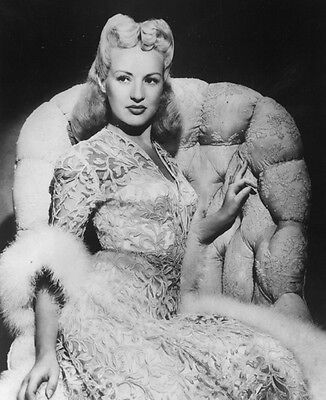 Betty Grable UNSIGNED photo - E635 - How to Marry a Millionaire & Tin Pan Alley