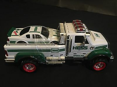 HESS 2011 Toy Tow/Truck With Car Lights Daycare Xmas Toy Excellent Condition!