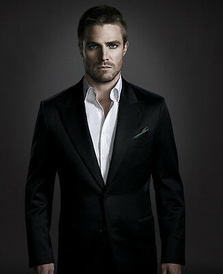 Stephen Amell UNSIGNED photo - F277 - Arrow