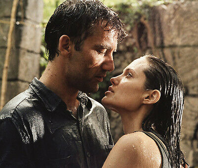 Angelina Jolie and Clive Owen UNSIGNED photo - F523 - Beyond Borders