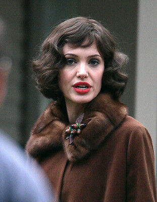 Angelina Jolie UNSIGNED photo - F562 - Changeling