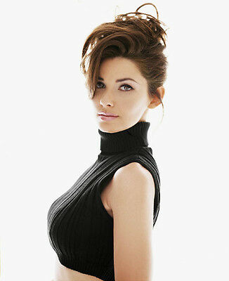 Shania Twain UNSIGNED photo - E630 - STUNNING!!!!!