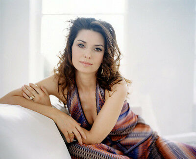 Shania Twain UNSIGNED photo - E642 - One of the best-selling artists of all time