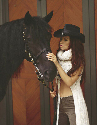 Shania Twain UNSIGNED photo - E644 - With her horse!!!