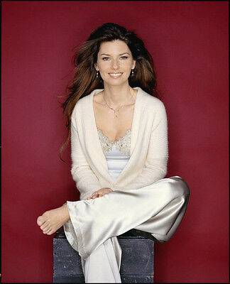 Shania Twain UNSIGNED photo - F651 - Canadian singer and songwriter