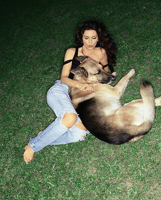 Shania Twain UNSIGNED photo - F653 - With her dog!!!!