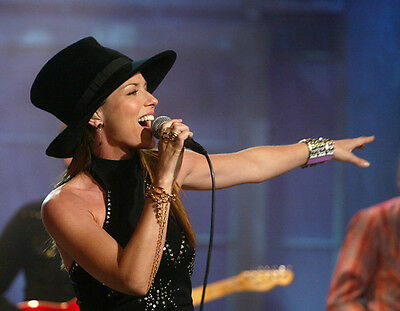 Shania Twain UNSIGNED photo - F663 - Canadian singer and songwriter