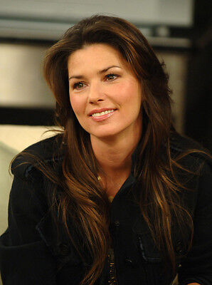 Shania Twain UNSIGNED photo - F664 - STUNNING!!!!!