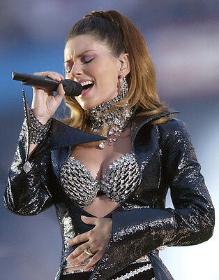 Shania Twain UNSIGNED photo - F674 - Canadian singer and songwriter
