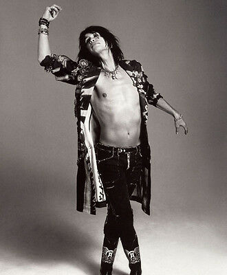 Steven Tyler UNSIGNED photo - F726 - Lead singer of the rock band Aerosmith