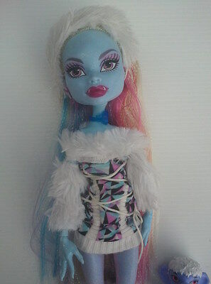 MONSTER HIGH DOLL - Original First Release ABBEY BOMINABLE (Signature) + Pet