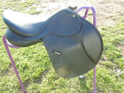 Outstanding Wintec Jump saddle 16.5'' flocked without Cair
