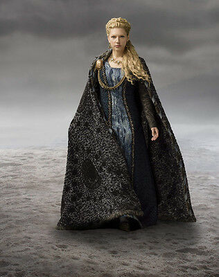 Katheryn Winnick UNSIGNED photo - H716 - Vikings