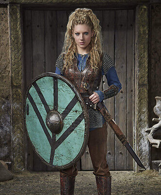 Katheryn Winnick UNSIGNED photo - H718 - Vikings