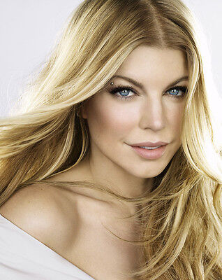 Fergie UNSIGNED photo - H750 - STUNNING!!!!!
