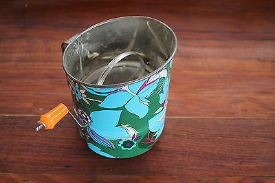 KANDE AUSSIE MADE FLOUR SIFTER WITH 1970s DESIGNS