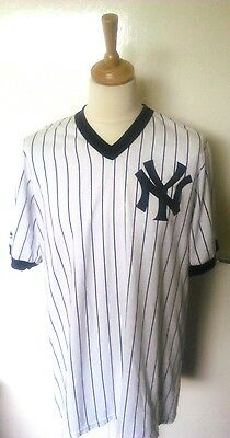 New York Yankees Official Majestic Baseball Shirt (Adult Large)