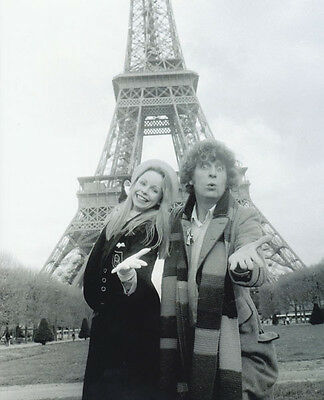 Tom Baker and Lalla Ward UNSIGNED photo - H128 - Doctor Who